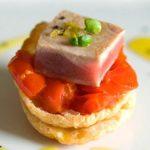 Hojaldre de atún con tomates confitados