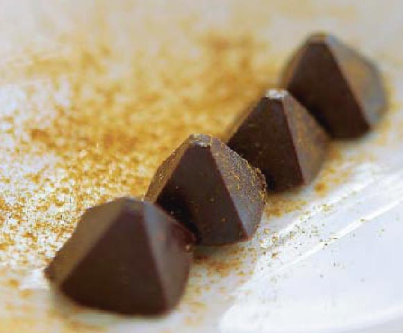 Piramides de chocolate al curry