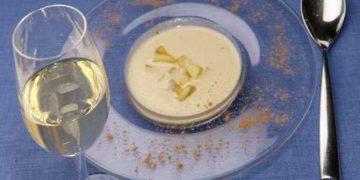Sopa de turrón con manzana caramelizada