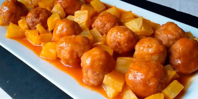 Receta de albóndigas con tomate