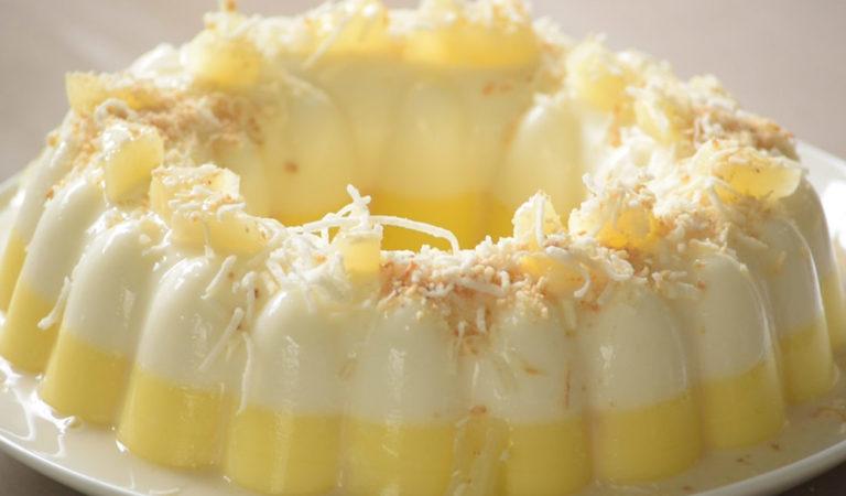 Gelatina cremosa de piña y leche de coco