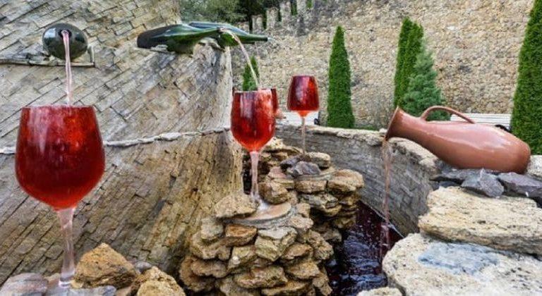 La primer fuente de vino en Italia: abierta 24 horas y gratuita
