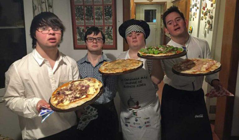 Les rechazan en otros empleos y deciden abrir su propia pizzería